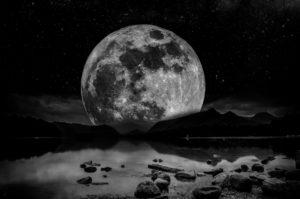 Reflecteren op wat geweest is met de Super maan in Kreeft